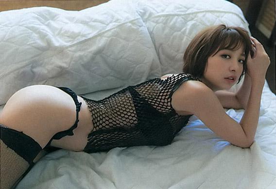 篠田麻里子エロ画像