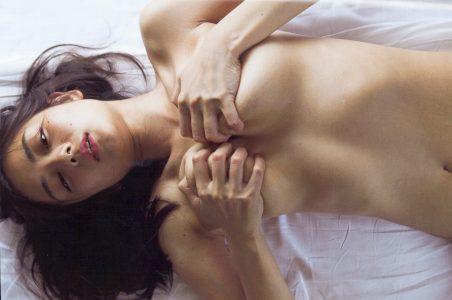 片山萌美 【エロ画像130枚】スケスケ巨乳&過激ヌード