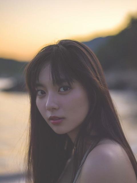 新川優愛 画像 003