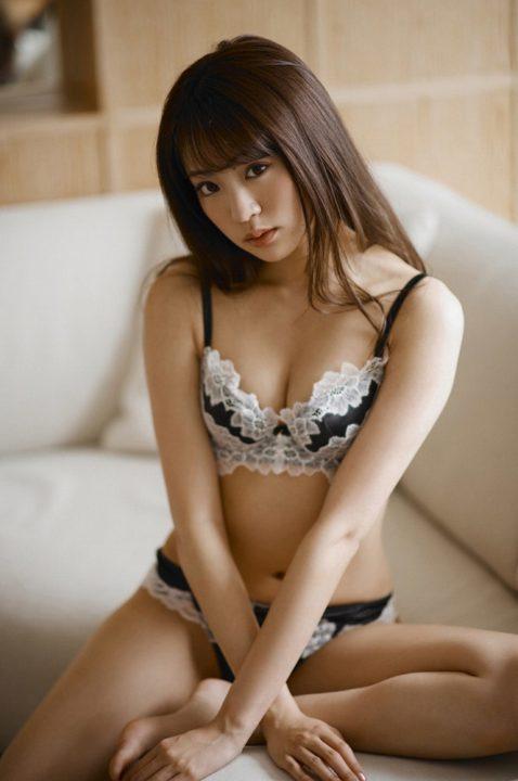 志田友美 画像 046
