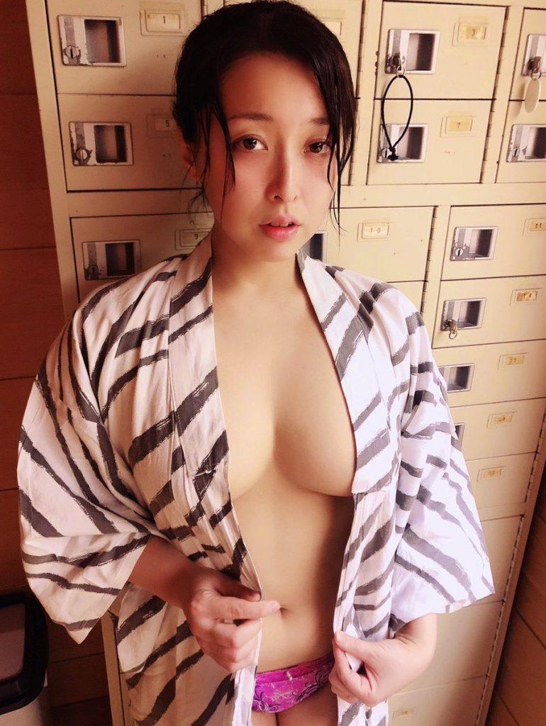 篠崎かんな 画像 048