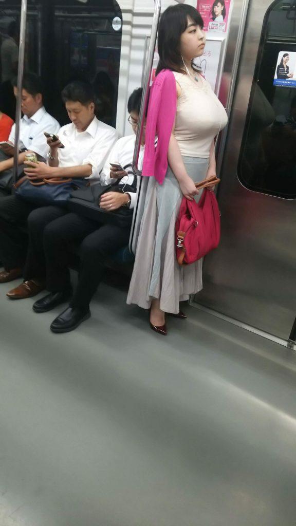 電車パンチラ 画像 004