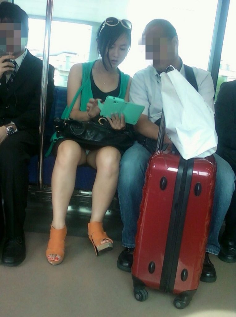 電車パンチラ 画像 012