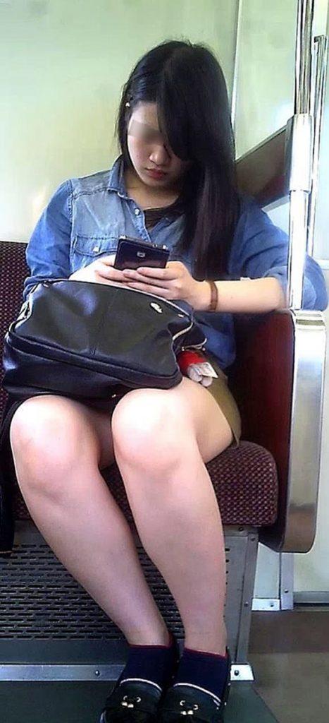 電車パンチラ 画像 021