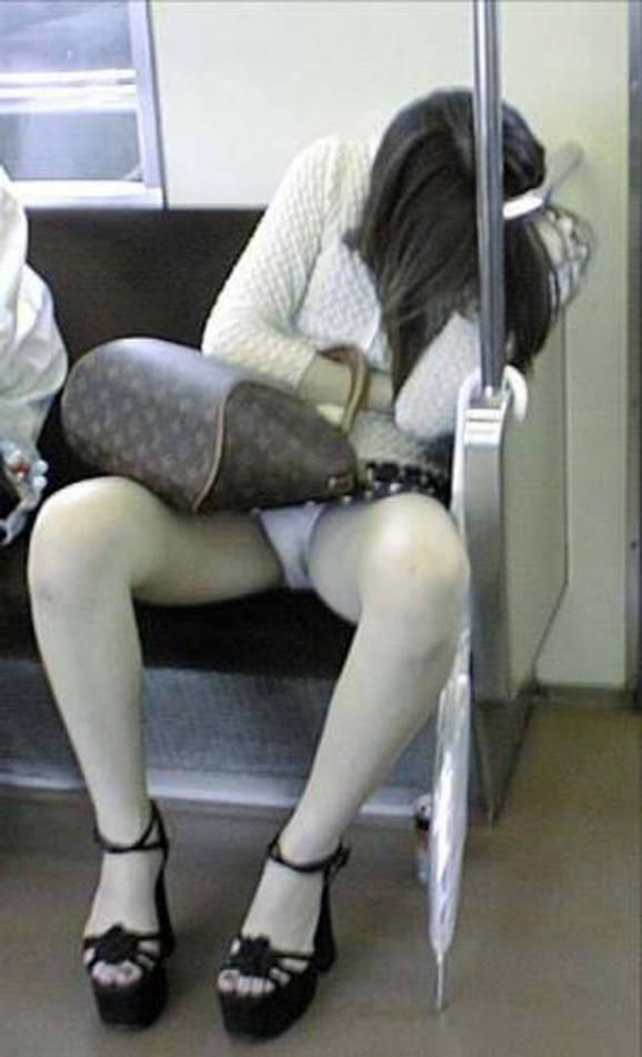 電車パンチラ 画像 031