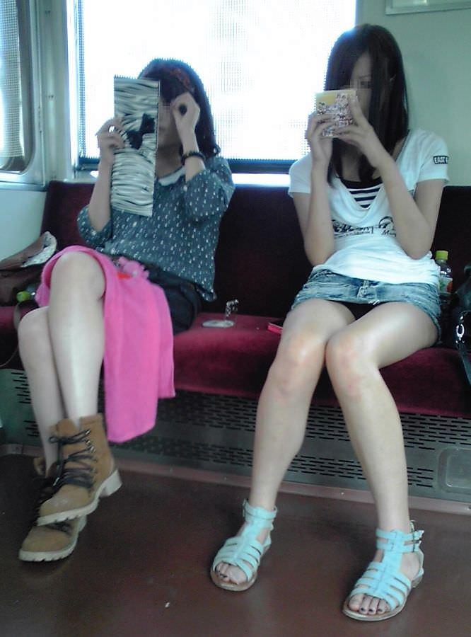 電車パンチラ 画像 044