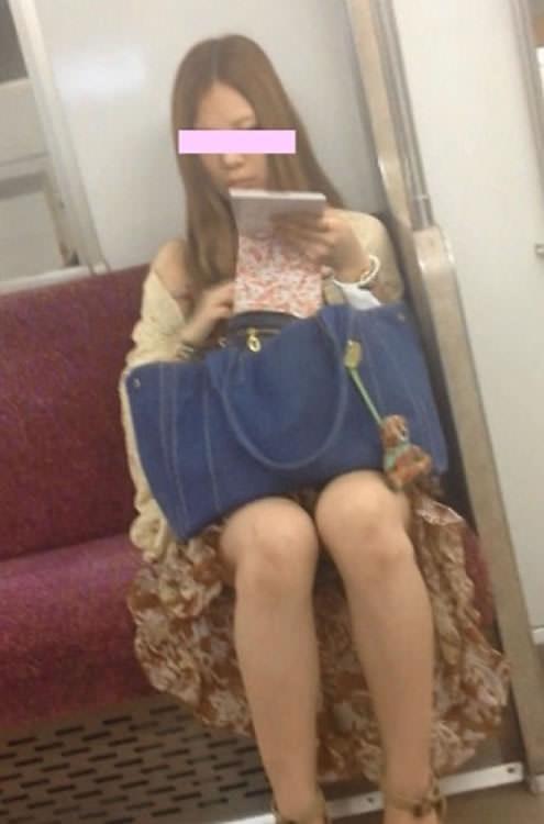 電車パンチラ 画像 046