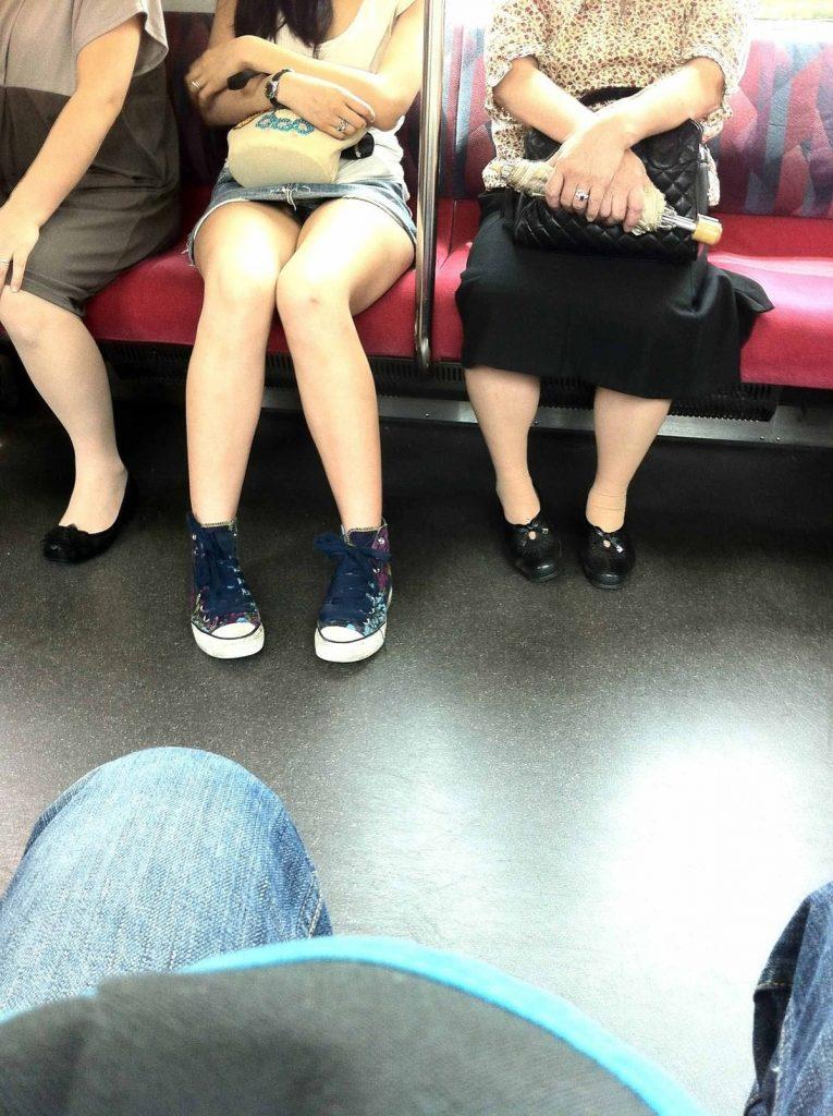 電車パンチラ 画像 047