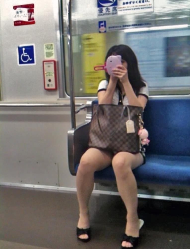 電車パンチラ 画像 048