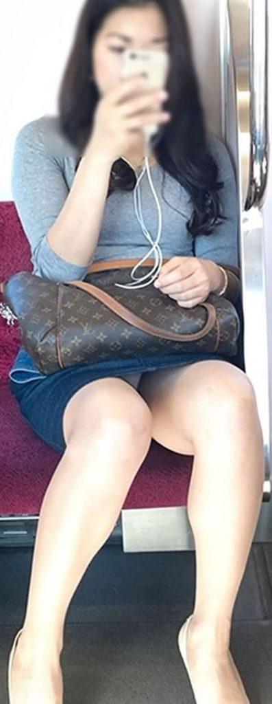 電車パンチラ 画像 052