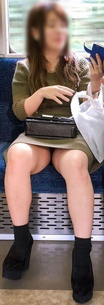 電車パンチラ 画像 057