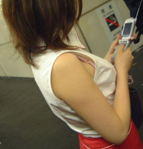 下乳横乳お姉さん 画像 099