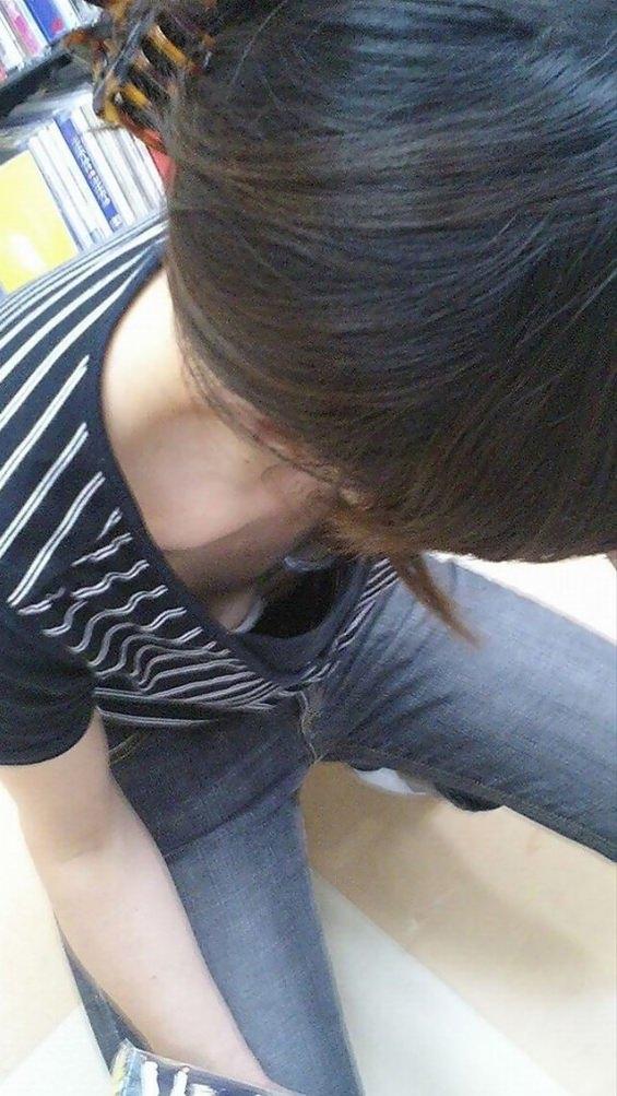 お姉さん胸チラ 画像 012