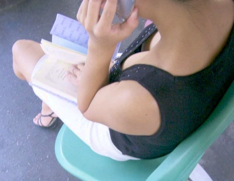 素人乳首チラ 画像 019