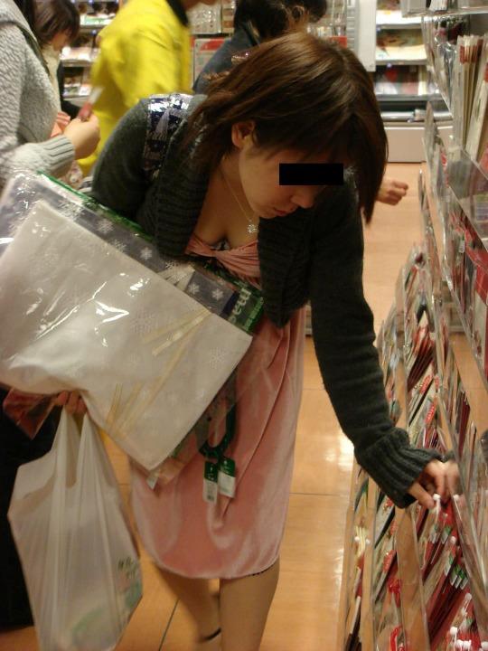 素人乳首チラ 画像 052