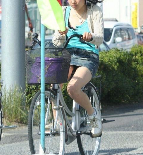 自転車のパンチラ 画像 071