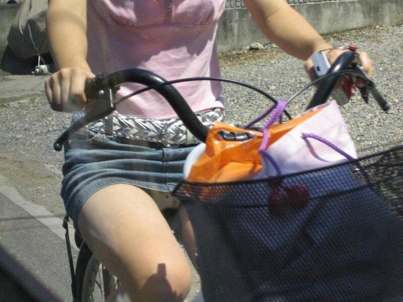自転車のパンチラ 画像 064