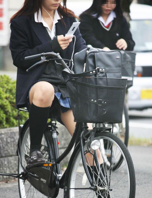 自転車のパンチラ 画像 007