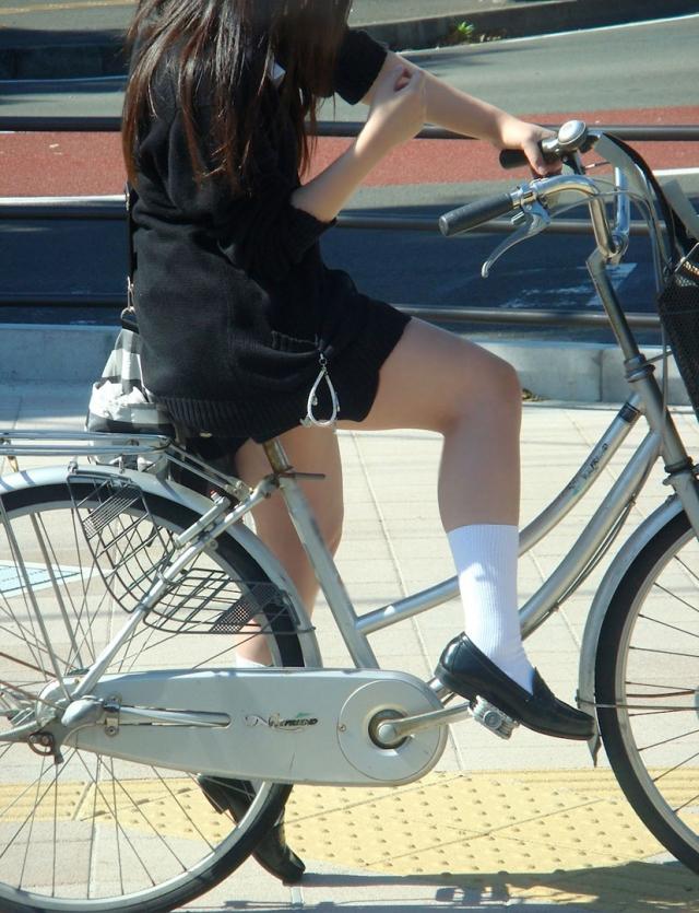 自転車のパンチラ 画像 008