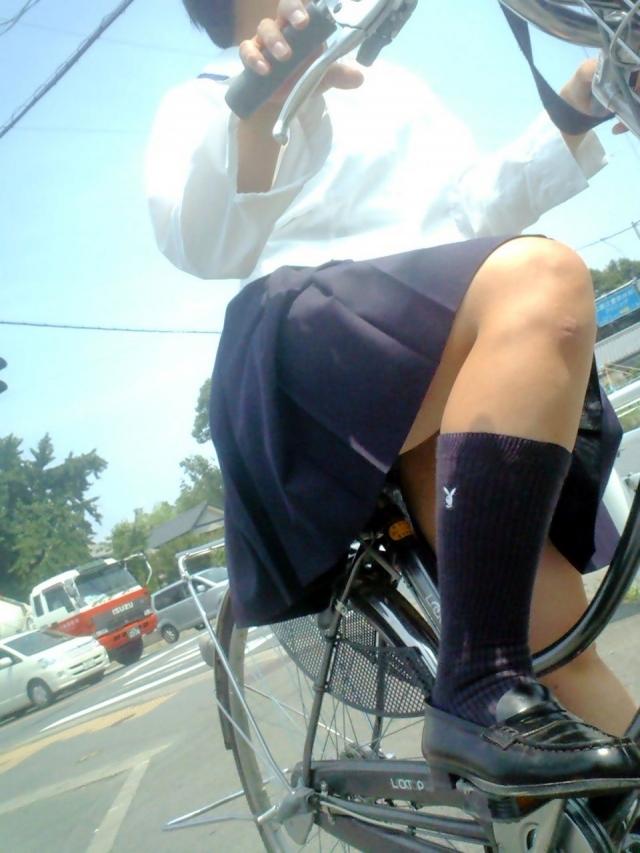 自転車のパンチラ 画像 001