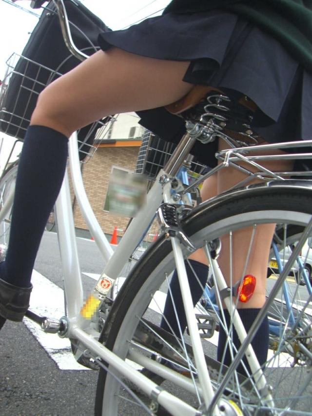 自転車のパンチラ 画像 081