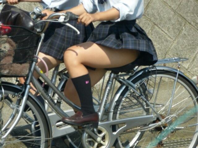 自転車のパンチラ 画像 009