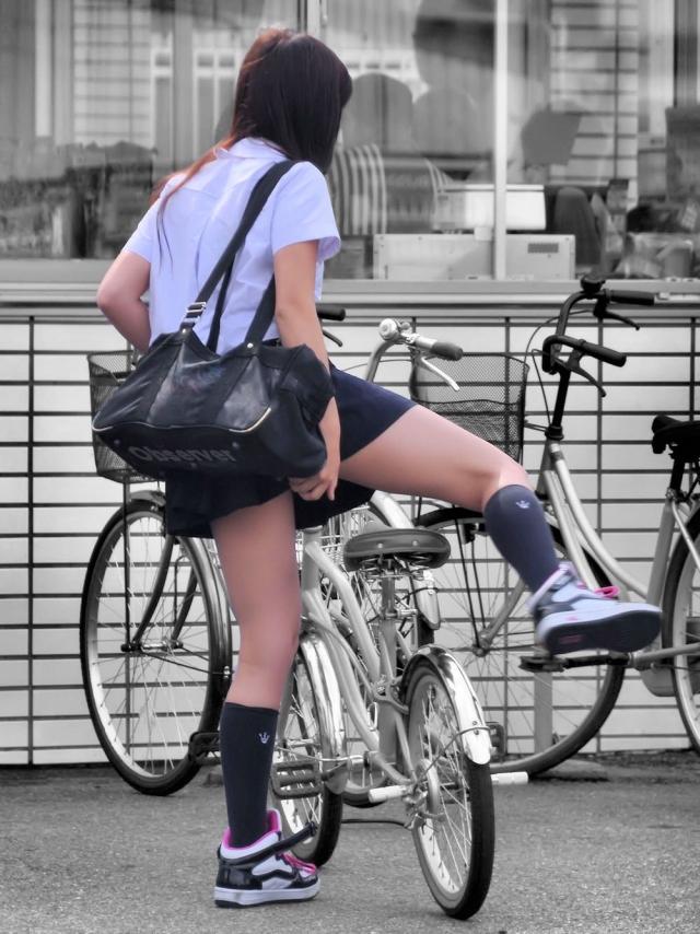 自転車のパンチラ 画像 003