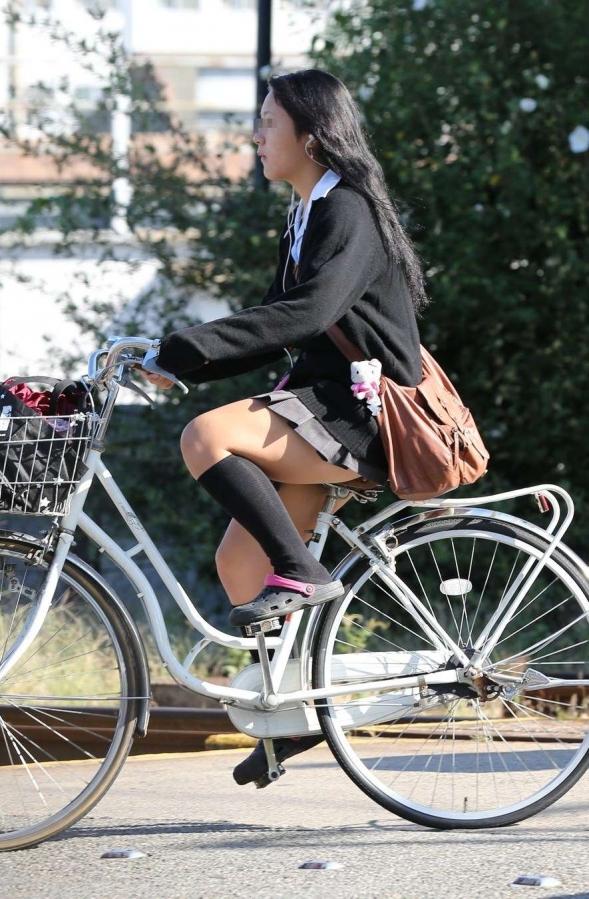 自転車のパンチラ 画像 006
