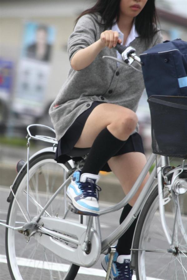 自転車のパンチラ 画像 002