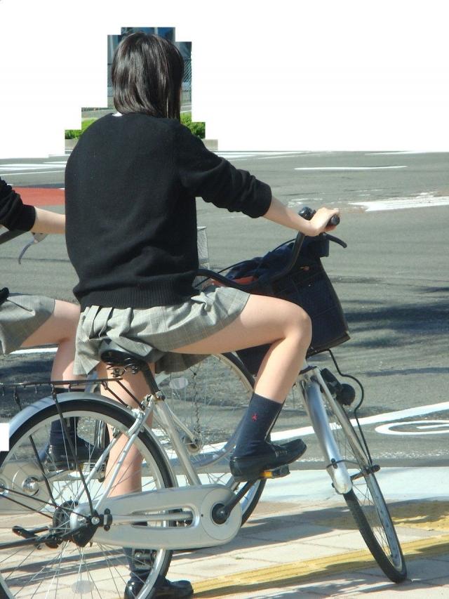 自転車のパンチラ 画像 005