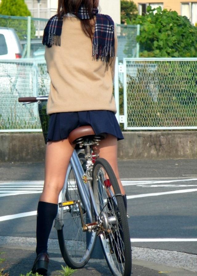 自転車のパンチラ 画像 079