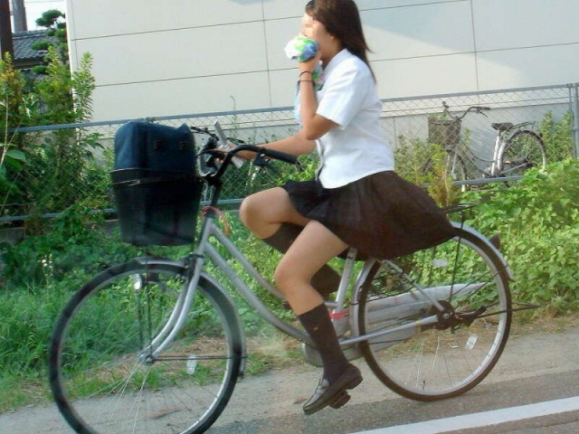 自転車のパンチラ 画像 075