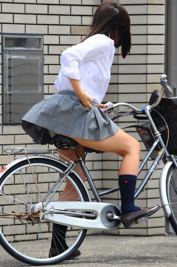 自転車のパンチラ 画像 010