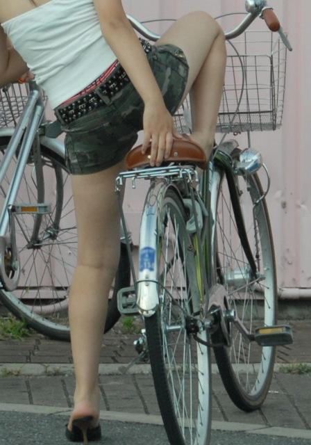 自転車のパンチラ 画像 014