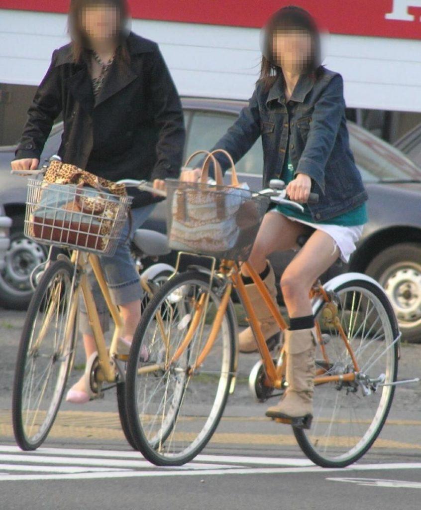 自転車のパンチラ 画像 016