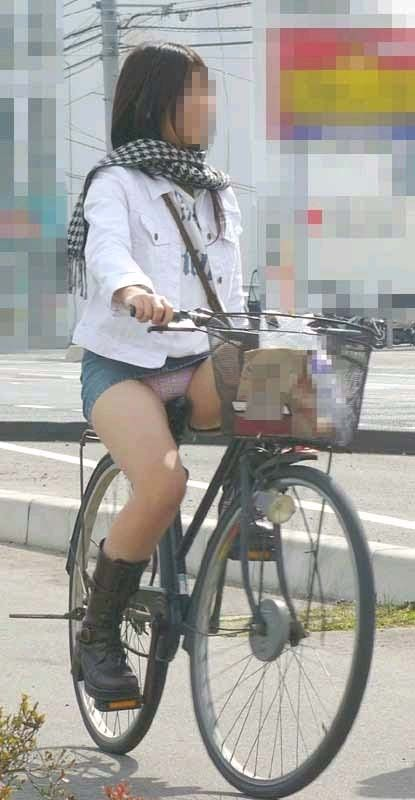 自転車のパンチラ 画像 015