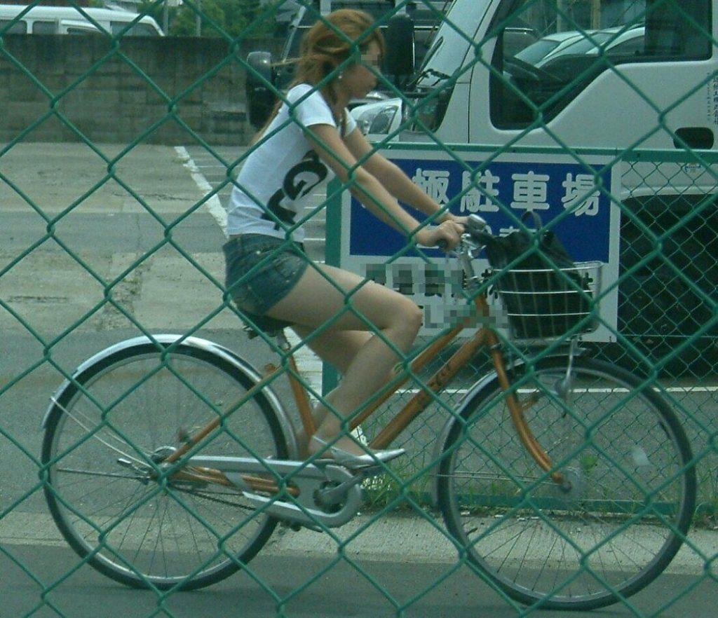 自転車のパンチラ 画像 018