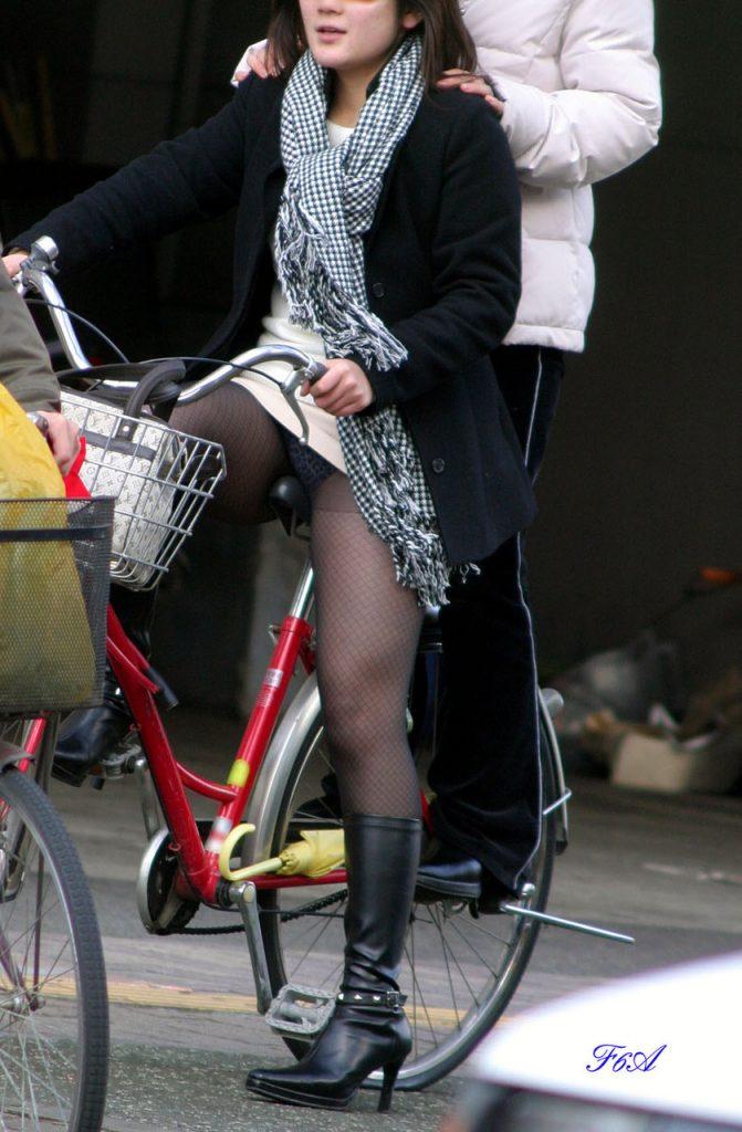 自転車のパンチラ 画像 031