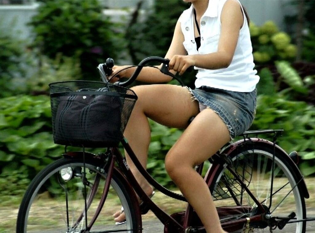 自転車のパンチラ 画像 032