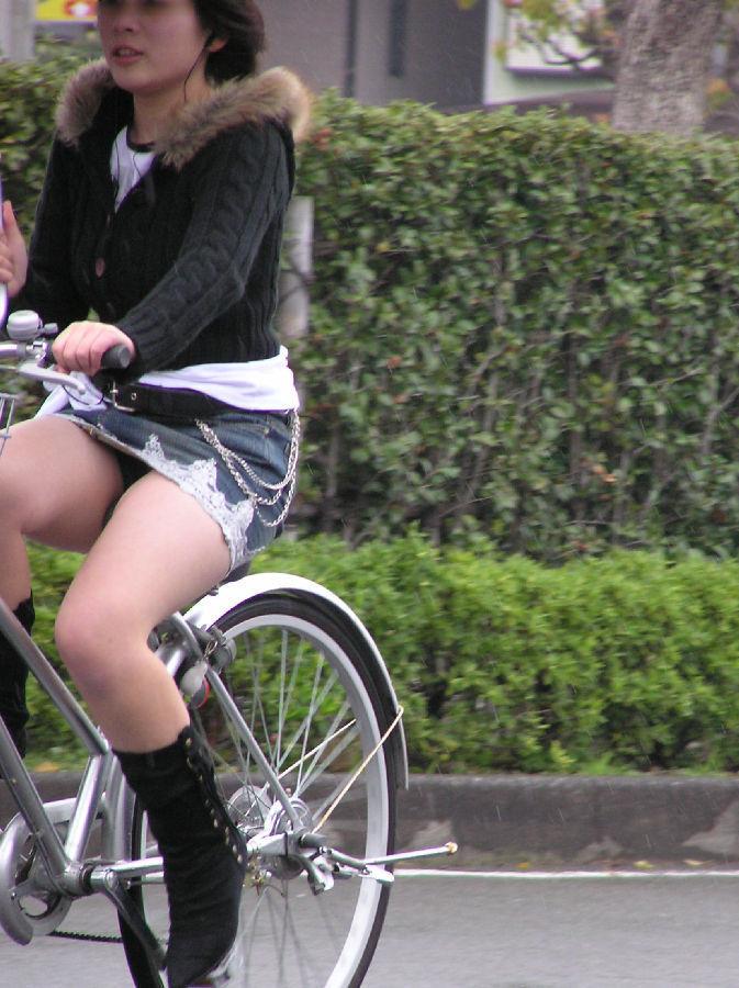自転車のパンチラ 画像 036