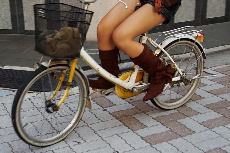 自転車のパンチラ 画像 039