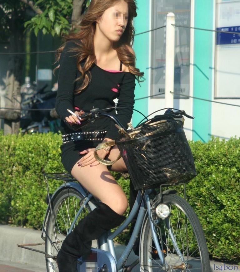 自転車のパンチラ 画像 040