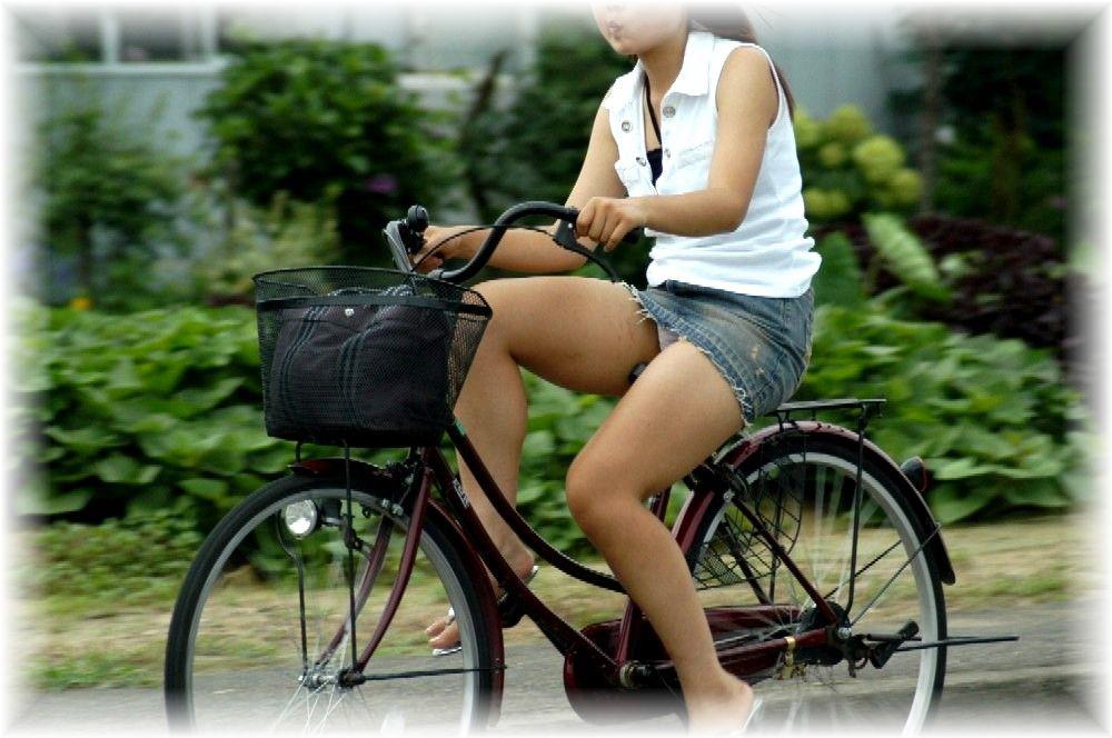 自転車のパンチラ 画像 042