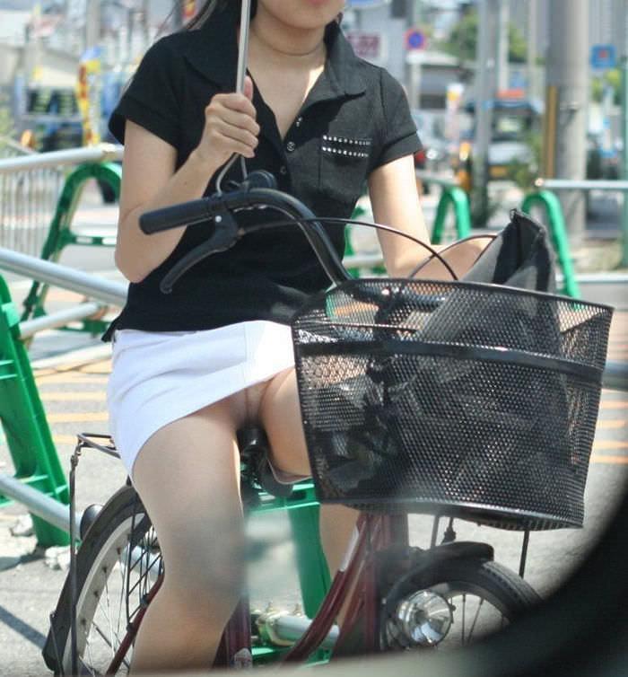 自転車のパンチラ 画像 046