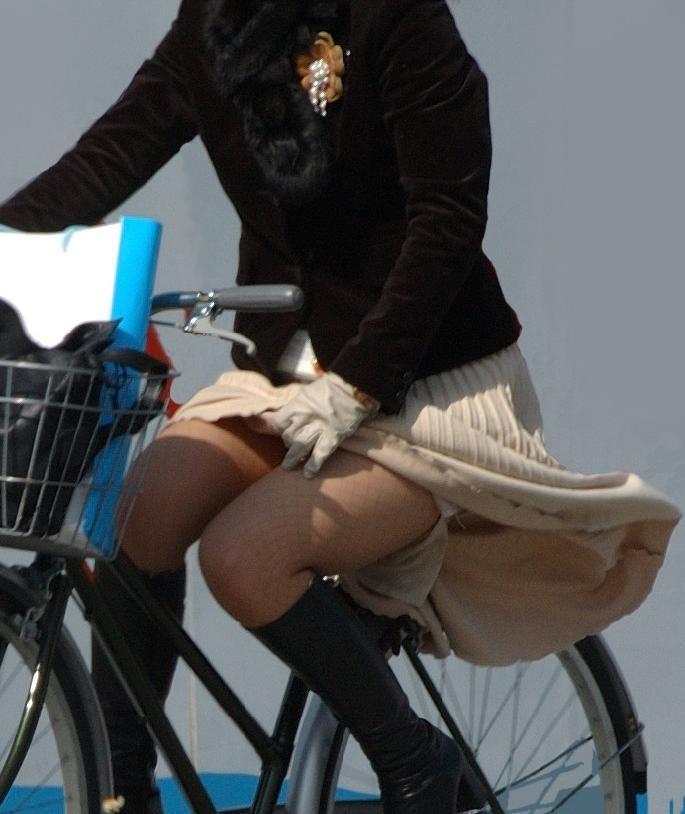 自転車のパンチラ 画像 052