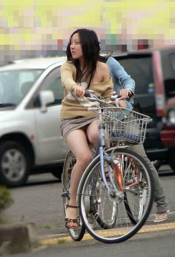 自転車のパンチラ 画像 049