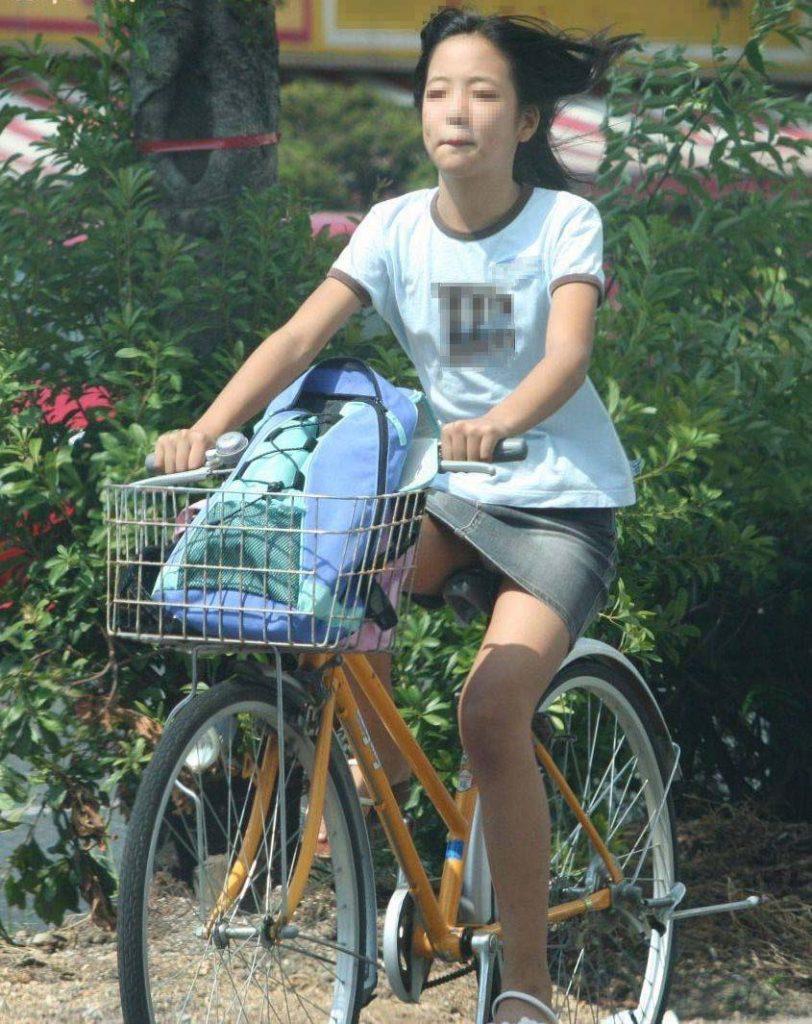 自転車のパンチラ 画像 050