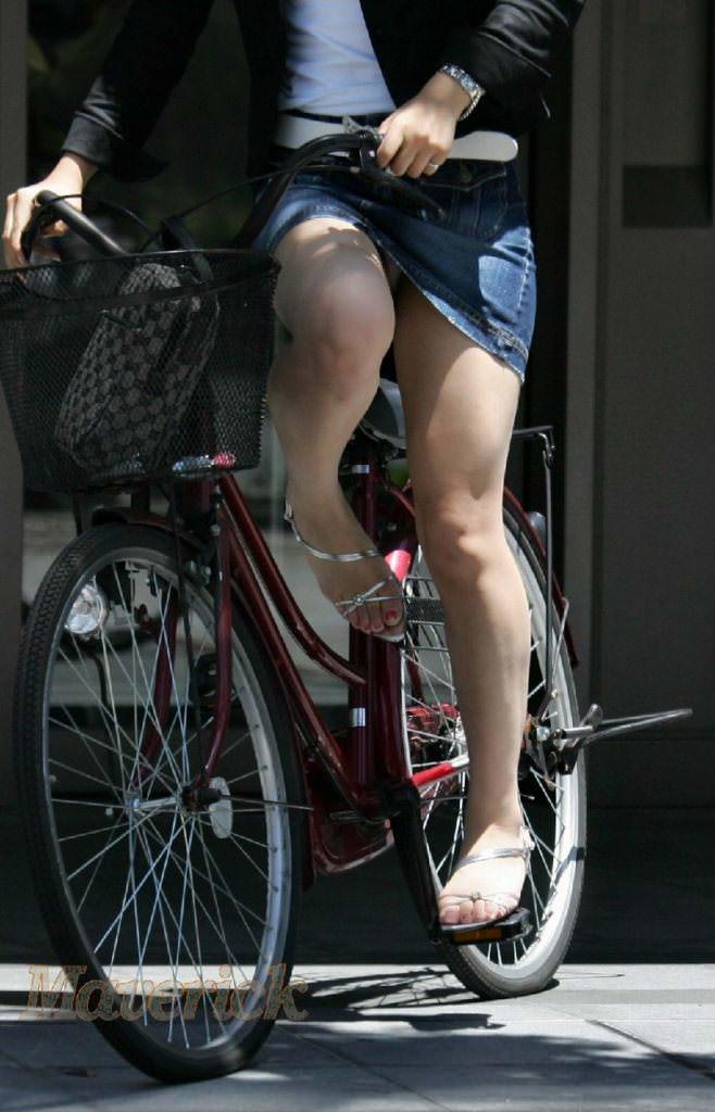 自転車のパンチラ 画像 048