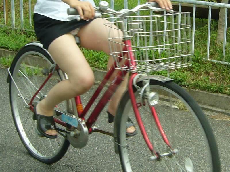 自転車のパンチラ 画像 047