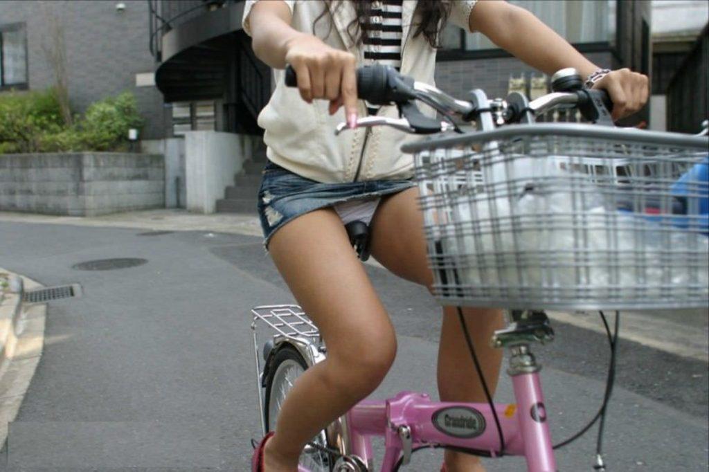 自転車のパンチラ 画像 061